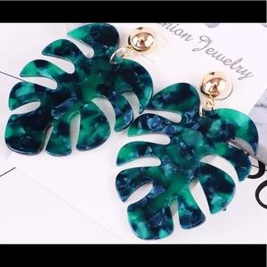 🍃 2/$24 Green Leaf Earrings 🍃